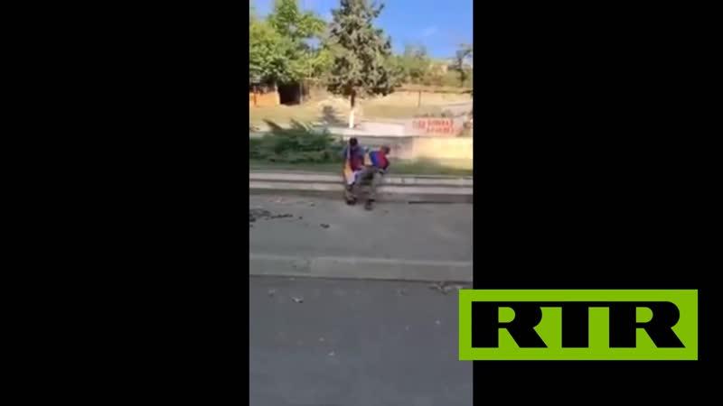 азеры расстреливают Армянских солдат надев на них флаги Армении 2020 18