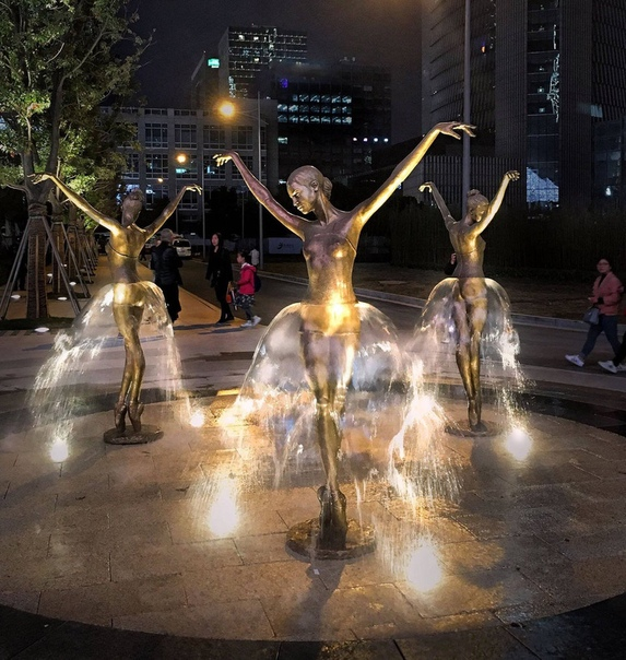 Фонтан «Три прима-балерины» (Сучжоу, Цзянсу, Китай)
