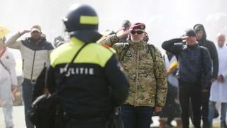 """LIVE: Niederlande – """"Polizei für Freiheit""""-Mitglieder protestieren in Utrecht gegen Ausgangssperre"""