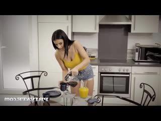 Nelly Kent - Seductive Waitress [порно, трах, ебля,  секс, инцест, porn, Milf, home, шлюха, домашнее, sex, минет, измена]
