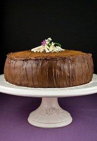 Торт с вишней в шоколадной глазури. Торт, приготовленный своими руками - это чудо! На данный момент в магазинах их полно, пошел и купил, но когда ты сделал что-то своими руками, тебе нет