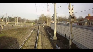 Девушку в наушниках сбил поезд.
