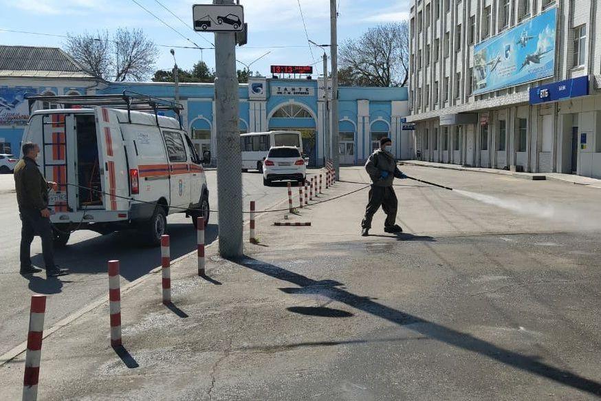 В Таганроге и области спасатели продолжают санобработку общественных пространств