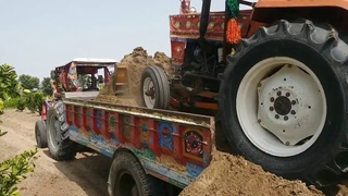 Talented Tractor Drivers In Pakistan | Loading Soil In Trolley With Tractor Front Blade