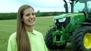 Miss Burgenland 2017 testet über Rentflex den John Deere Traktor