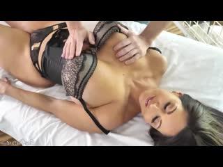 Зрелая женщина трахнула массажиста, oil sex milf mom porn mature tit ass boob job busty pussy wife cum face love (Hot&Horny)