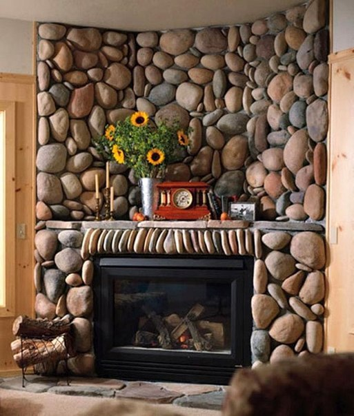 Дизайн интерьера гостиной комнаты с каменным камином Как вам?