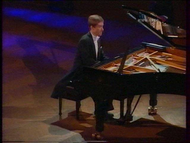 Лунная Соната (№14). Бетховен. Исполняет Николай Луганский.