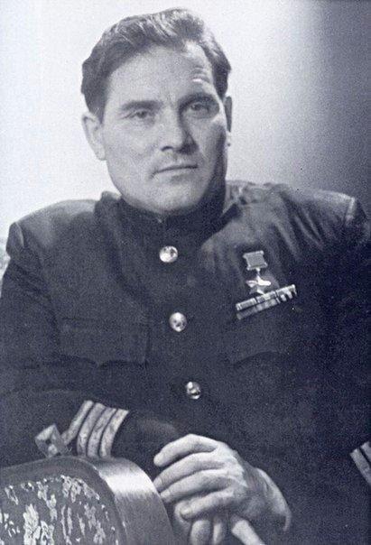Находясь в плену, он угнал секретный фашистский бомбардировщик вместе с системой управления для первой в мире крылатой ракеты Фау Этими ракетами Вермахт планировал дистанционно уничтожить Лондон