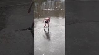 Man falls through Ice in Amsterdam (Full Video)