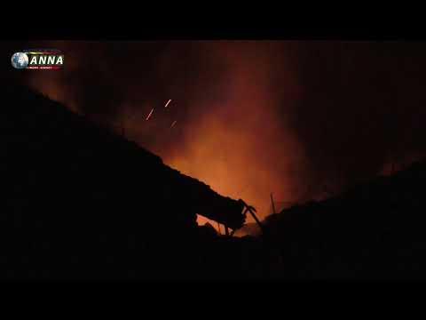 Окраина Донецка под тяжелым обстрелом горят дома мирных жителей