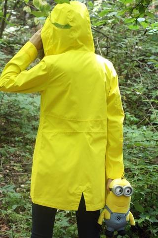 Желтая женская ветровка фирмы Running River является одной из самых необычных моделей верхней одежды. Данная модель завершит яркий повседневный образ в уличном или классическом стиле. Хорошо сочетается с большинством предметов гардероба и различными видами обуви.