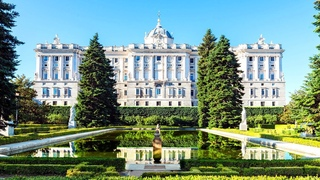 14 Of The BIGGEST Palaces On Earth