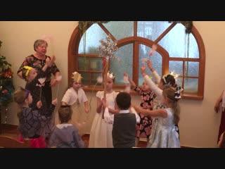Детки горячо зажгли на рождественском утреннике в Воскресной школе)
