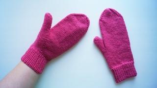 Варежки спицами. Палец индийским клином. Подробный МК. How to knitt a mittens