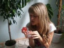 Чупа-Чупс со вкусом лука и шарик с гелием - реклама духов с запахом чеснока