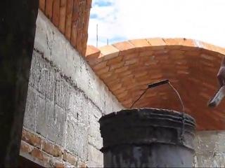 Строительство крыши из кирпичей