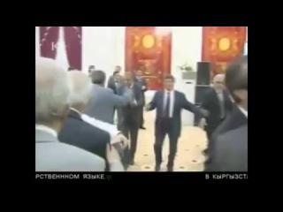 Пьяный Президент Таджикистана поет песню - ЭМОМАЛИ РАХМОН +18