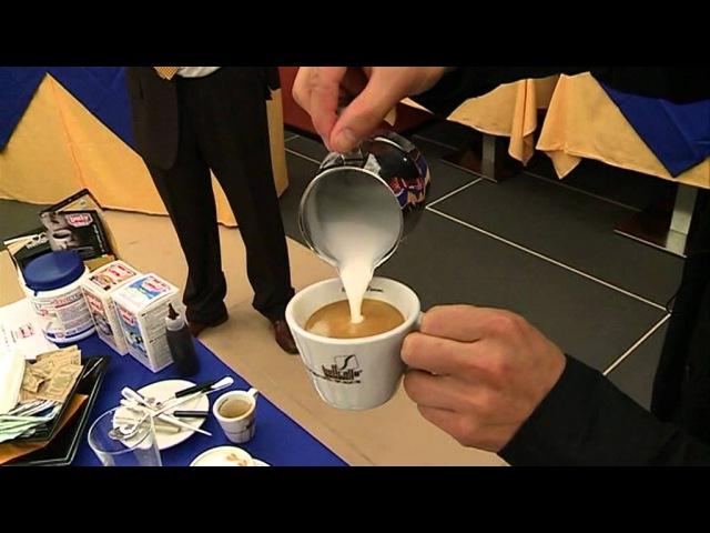 Tecniche di lavoro latte art e manutenzione della macchina da caffè