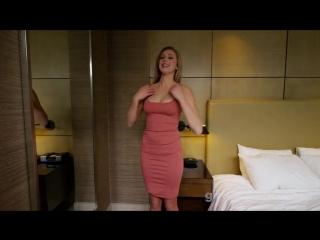 Шикарная блондинка с женственной фигурой на своем первом порно касинге трахает малышку рачком и кончает на лицо