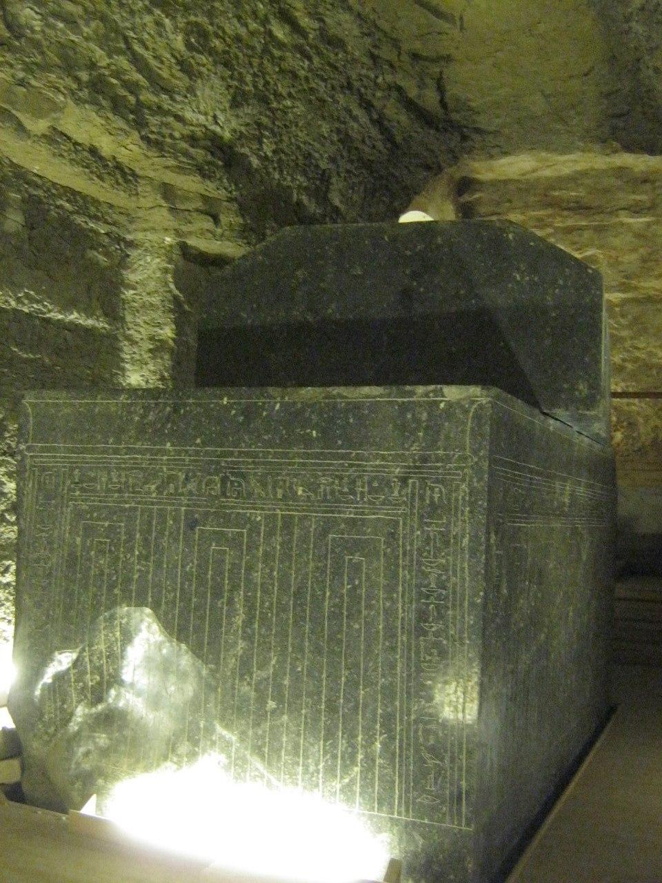 гроб в/на кладбище Серапеум