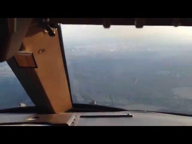Заход на посадку в аэропорту Внуково Москва Боинг 747 400