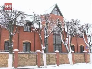 Члены новгородского отделения ЛДПР провели сегодня пикет у дома мэра областного центра Юр