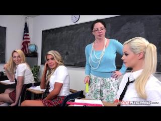 Elsa Jean школьницу трахнули прямо в классе