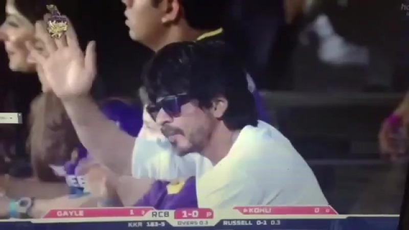 Our King Shah Rukh Khan @iamsrk is waving to the crowds at Eden tonight KKRvsRCB AmiKKR KKR ~