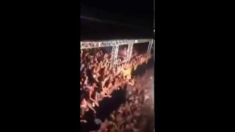 Torcida do Cruzeiro no Abaeté Folia com Gusttavo Lima agitando