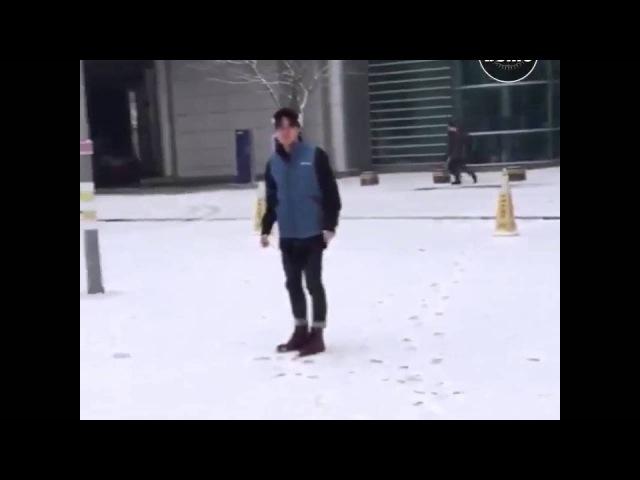 BTS SNOWBALL FIGHT (ENG SUB) Bangtan Bomb BTS TWITTER UPDATE {Jimin's narration is so adorkable}