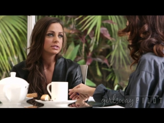 1 Abigail Mac и Vanessa Veracruz сладко развлекаются