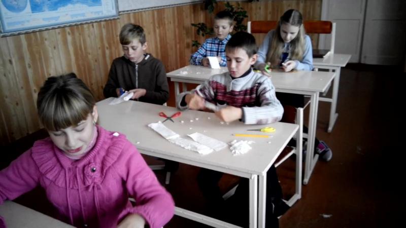 маленькі волонтери 6 клас підготовка захисної сітки для бійців АТО