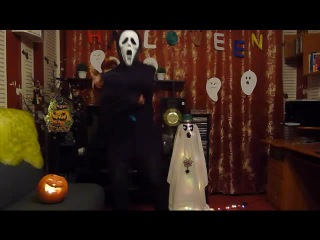Крик танцует