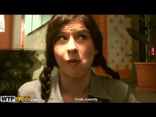 Студентку Аню ебут в жопу за деньги в туалете кафе Питера