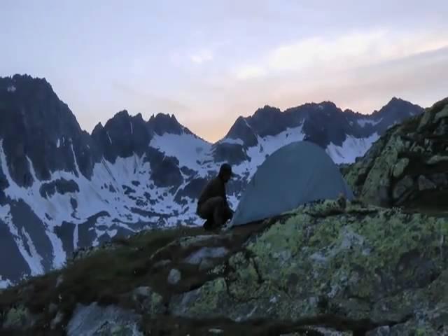 Auf der Suche nach den Schätzen der Alpen, Mineraliensuchen und Strahlen in der Schweiz