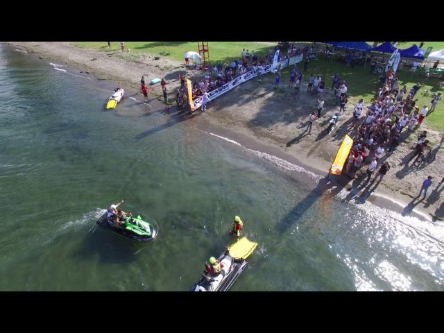 Luca Colombo attraversa in moto il Lago di Como