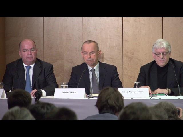 Pressekonferenz von Günter Lubitz und Luftfahrt-Experte Tim van Beveren zum Germanwings-Absturz