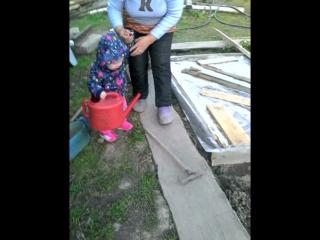 бабушкина маленькая помощница))))