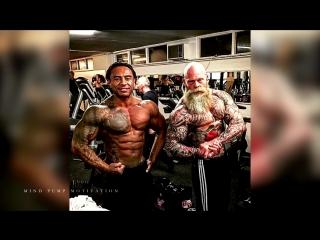 Workout monster؟ old tattooed bodybuilder (диагноз-спорт)