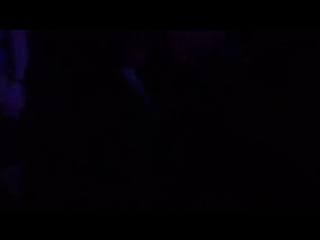 В клубе Нижнего Новгорода прямо на танцполе отъебали девушку. По словам очевидцев, девушка была сильна «убитая» и лезла ко всем