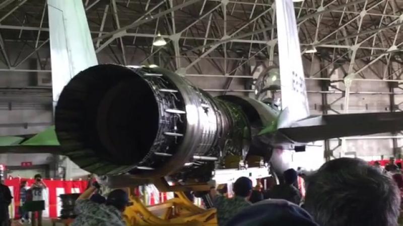 Установка двигателя F100-IHI-220E на истребитель F-15J.