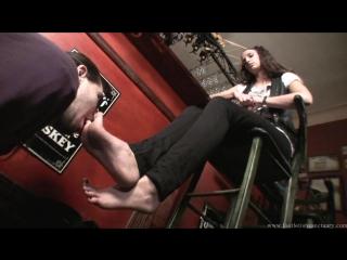 Goddess Maria Foot fetish Фут-фетиш slave cleaning licking feet #serbian #femdom #mistress