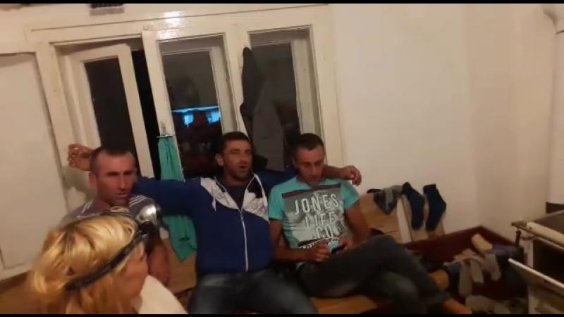 Черногорцы поют народные песни 1