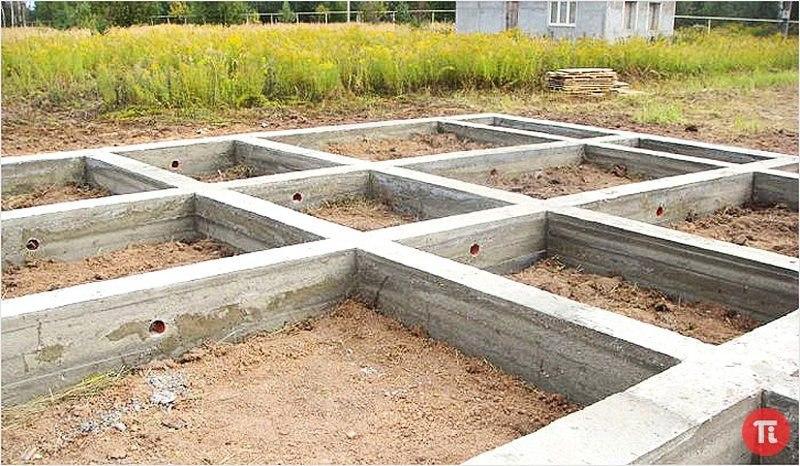 Монолитный фундамент — одно из самых популярных решений в частном домостроении