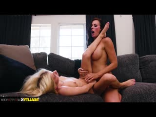 Reagan Foxx & Kenzie Reeves [ Lesbians &  Strapon / Cunnilingus, Dildo and vibrator, Old with young, Shaved, Collar]