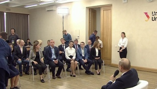 Вести.Ru: Студентка Уральского университета потеряла сознание на встрече с Путиным
