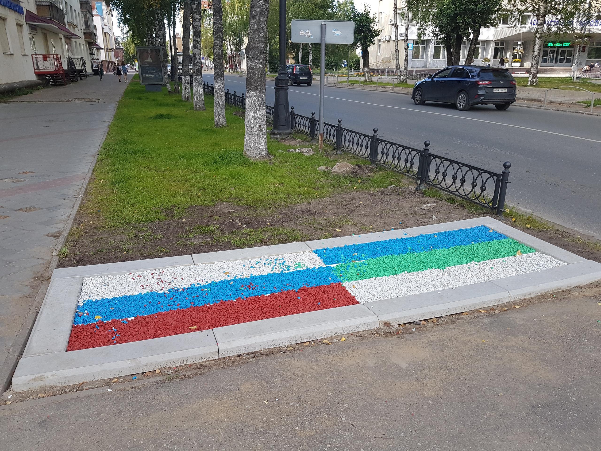 флаг из камней в Сыктывкаре