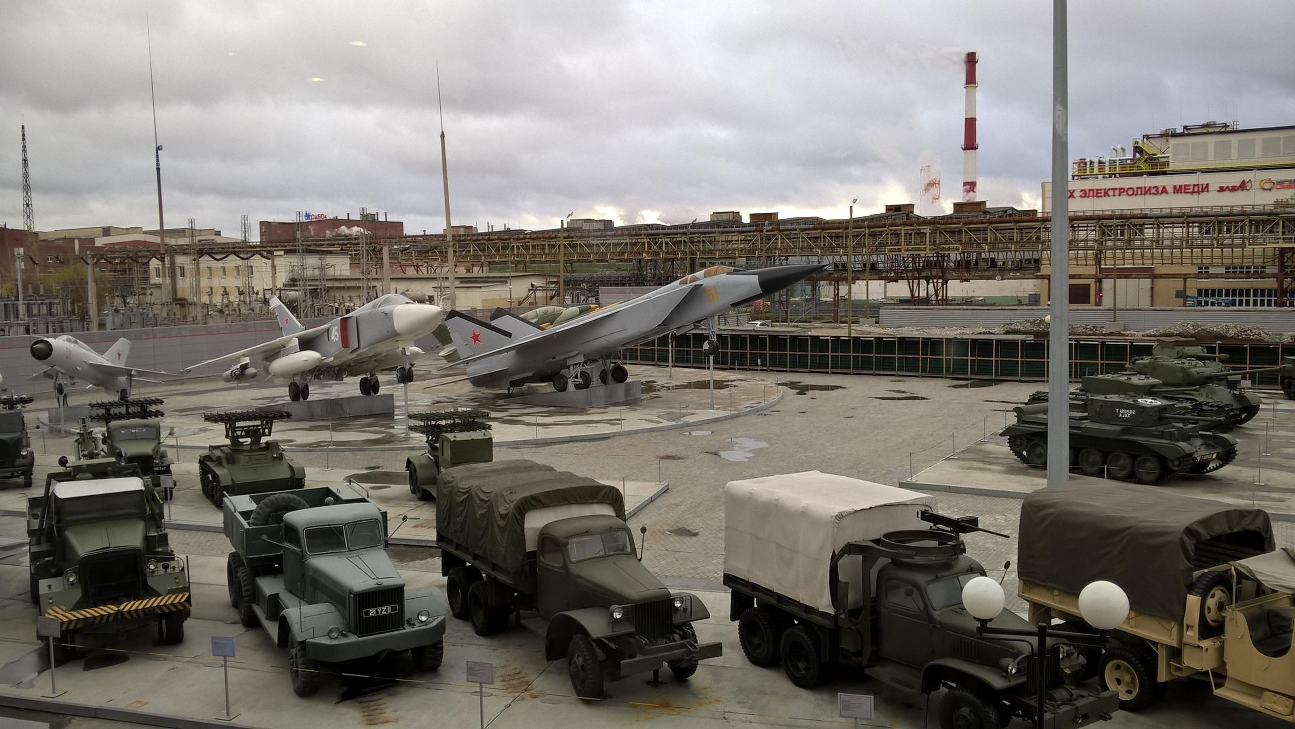 Вид из окна музея военной техники в Верхней Пышме