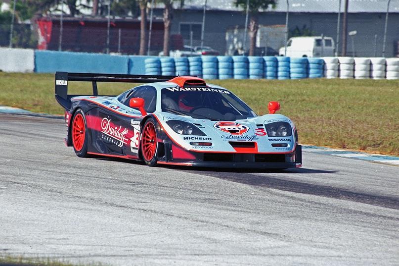 1997 McLaren F1 GTR с обновлённой аэродинамикой и приставкой Longtail в разных гоночных ливреях